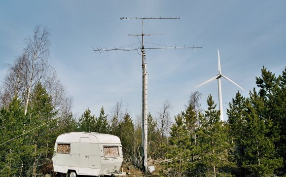 File:Amateur radio camping.jpg